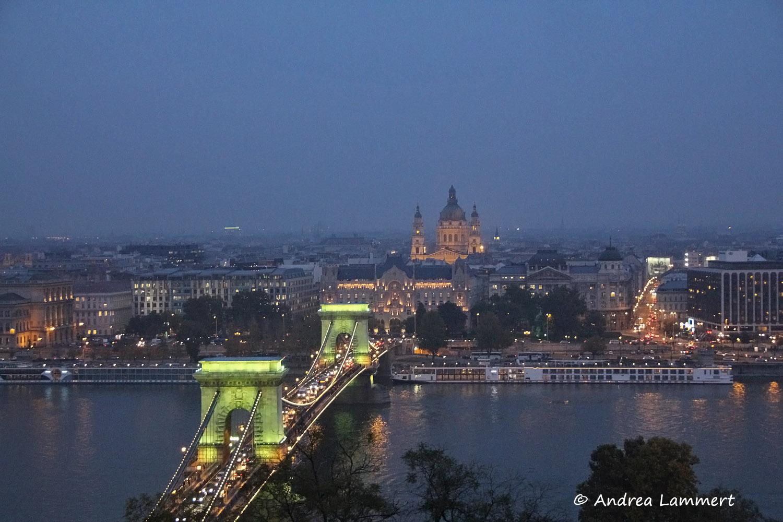 Budapest, Parlament, Budapests Blaue Stunde, Geheimtipps für Budapest, Panorama Budapest Burgberg, Kettenbrücke