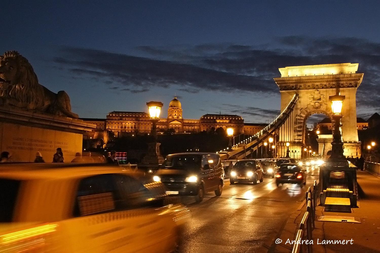 Budapest, Parlament, Blaue Stunde, Geheimtipps für Budapest, Panorama Budapest Kettenbrücke