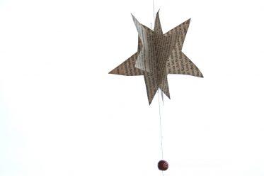 Stern aus alten Buchseiten basteln zu Weihnachten . ganz einfach, DÌY letzte Minute