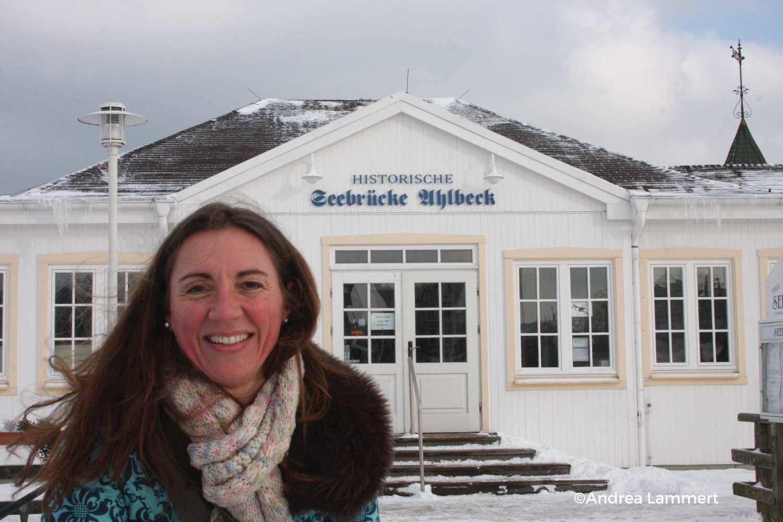 Usedom im Winter, Seebrücke bei Ahlbeck, Eisschollen, Ostsee im Winter