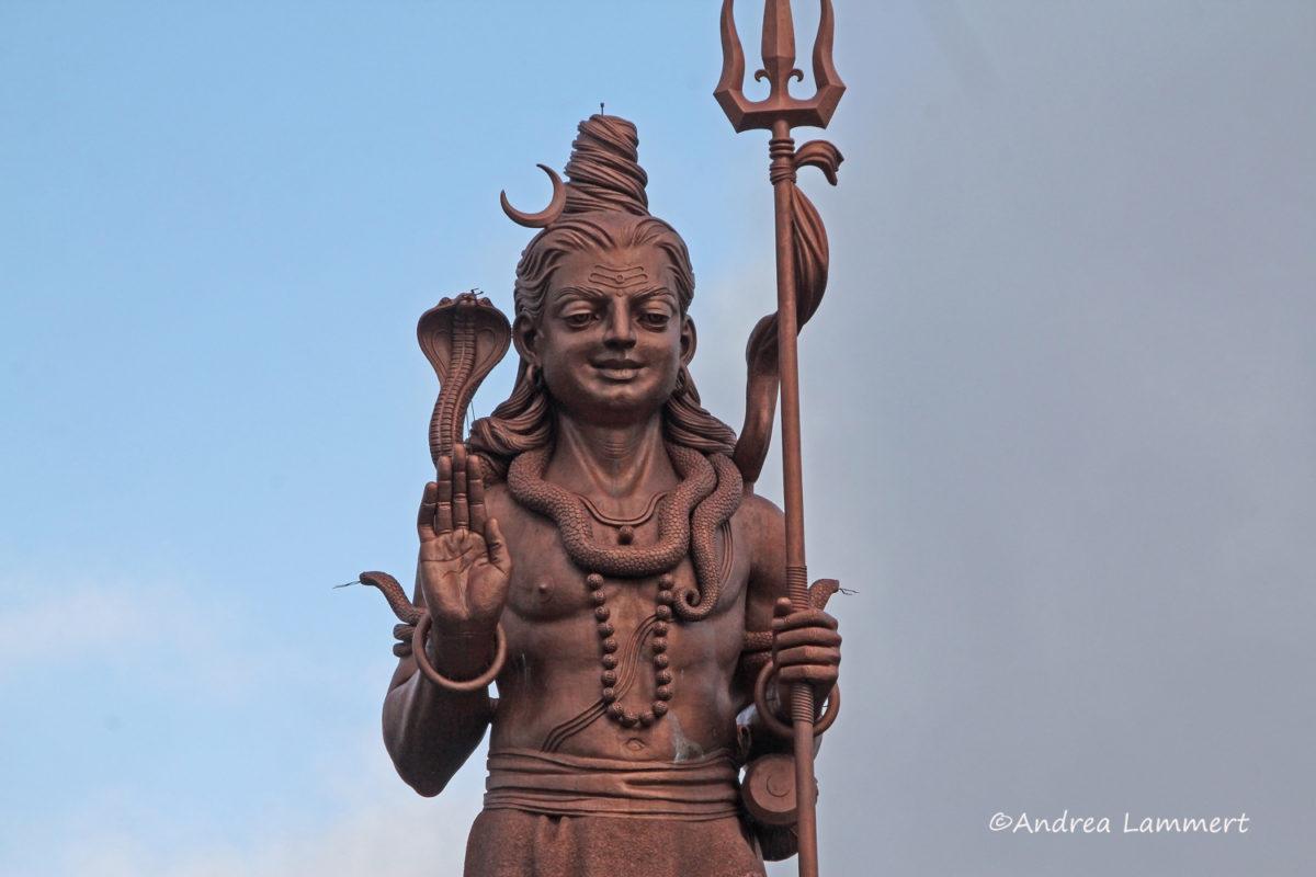 Winter auf Mauritius, Shiva-Statue, Heiliger See