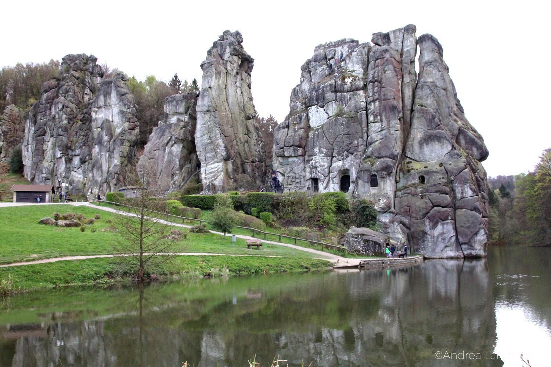 Externsteine, Teutoburger Wald, Bad Meinberg, Panoramabild mit See