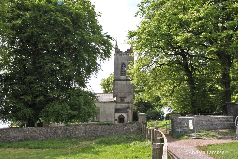 Irland, Kraftplatz Hill of Tara, Kraftplatz, Meath, Kirche am Rande der Hills of Tara