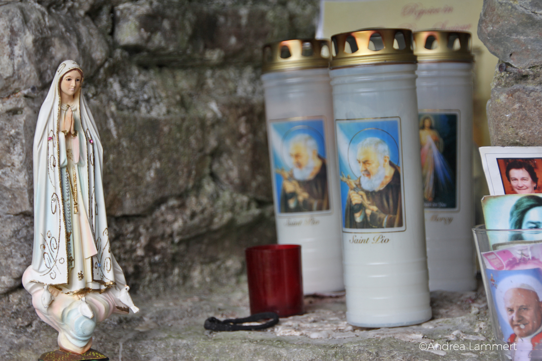 St. Ciaran's Well, Kells, Irland, Castlekeeran, Kapelle, Marienbildnisse