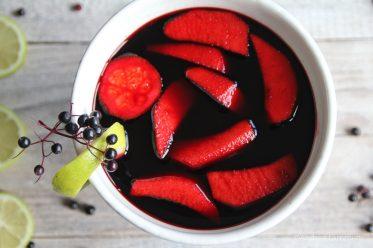 Fliederbeersuppe mit Äpfeln und Gries, Holundersuppe
