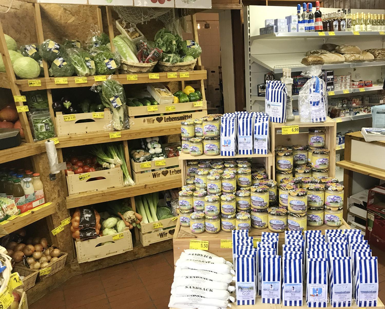 Hanswarft auf der Hallig Hooge in der Nordsee, Supermarkt