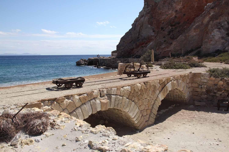 Schwefelminen Milos, Sulfur Mines, Paliorema, Verlassener Ort mit Bergbau auf Milos