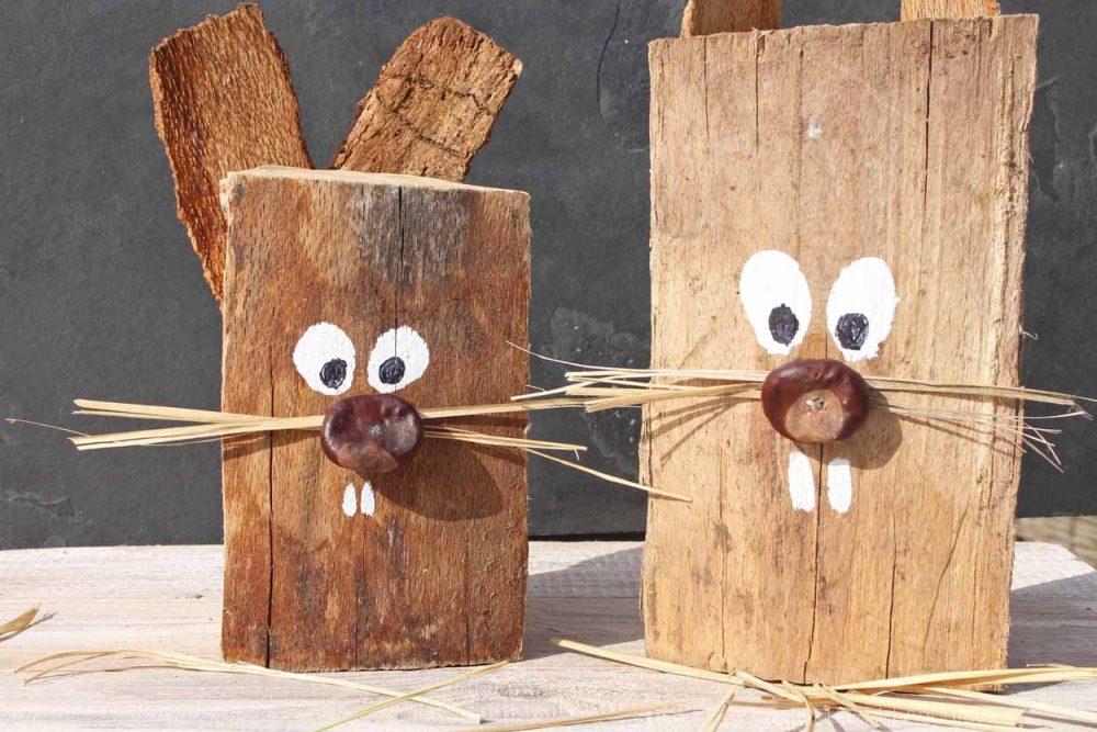 Osterhasen aus Holzscheiten basteln