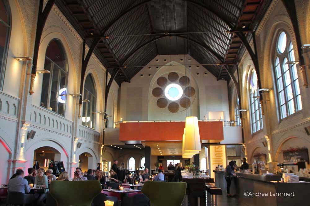 Ungewöhnlich essen in Bielefeld, Restaurant-Tipp: Das Restaurant Glück und Seligkeit ist in einer alten Kirche untergebracht