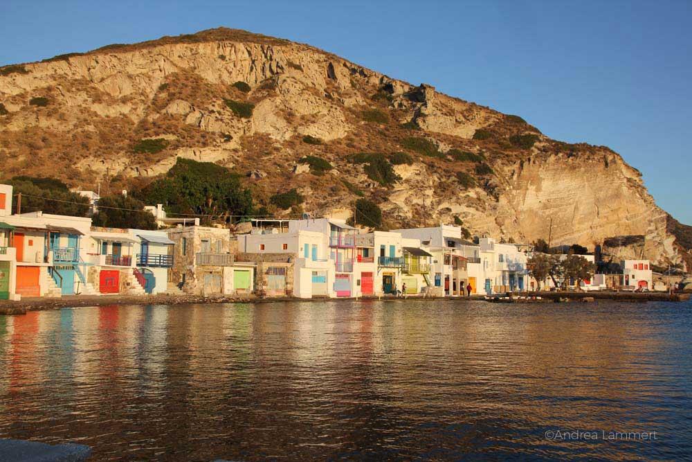 Die Sehenswürdigkeiten der griechischen Insel Milos, bunte Fischerhäuser Milos, Klima