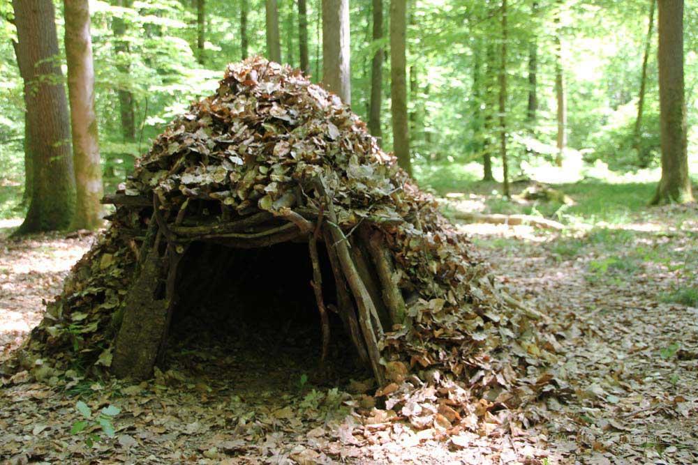 Survival-Training mit Sohn, Outdoorzentrum Lahntal, Hütten bauen zum Übernachten