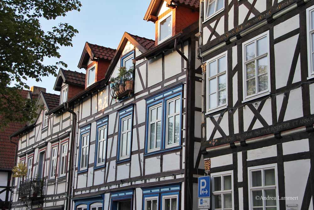 Im Dreiländereck zwischen Niedersachsen, Hessen und NRW liegt Warburg mit seinen 23 000 Einwohnern. Erstmals urkundlich erwähnt wurde der Ort 1010, Kennzeichen war die Burg auf dem Wartberg. Hier Fachwerkstraße