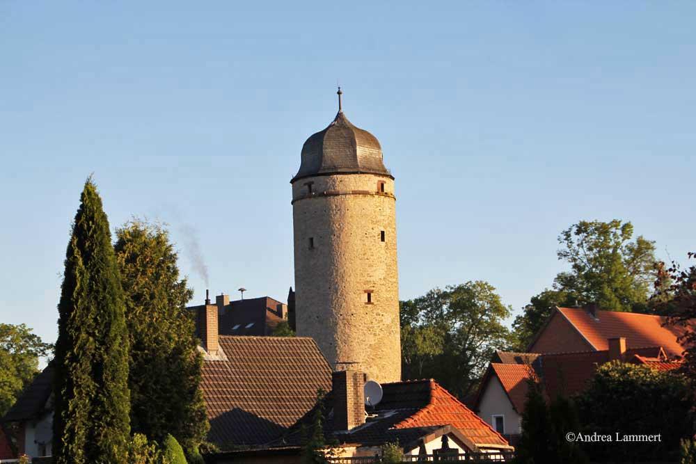 Im Dreiländereck zwischen Niedersachsen, Hessen und NRW liegt Warburg mit seinen 23 000 Einwohnern. Erstmals urkundlich erwähnt wurde der Ort 1010, Kennzeichen war die Burg auf dem Wartberg. Hier Sackturm