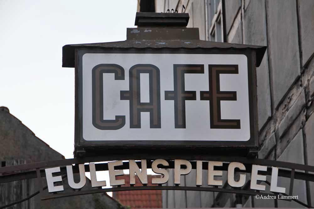 Im Dreiländereck zwischen Niedersachsen, Hessen und NRW liegt Warburg mit seinen 23 000 Einwohnern. Erstmals urkundlich erwähnt wurde der Ort 1010, Kennzeichen war die Burg auf dem Wartberg. Café Eulenspiegel