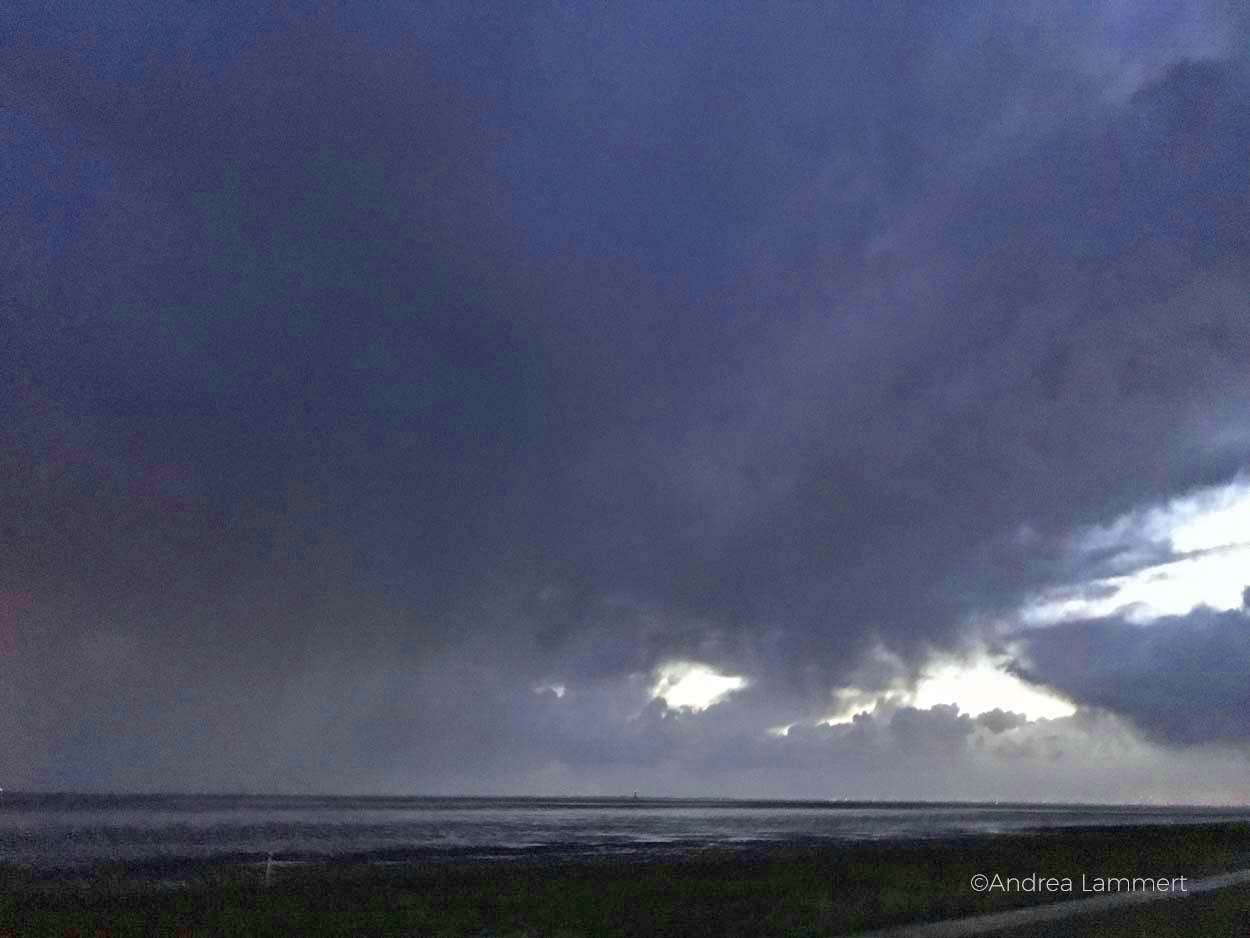 Zwielicht am Abend, nur Sonne, Licht und Watt, Nordseeküste, Nordsee. Norderney