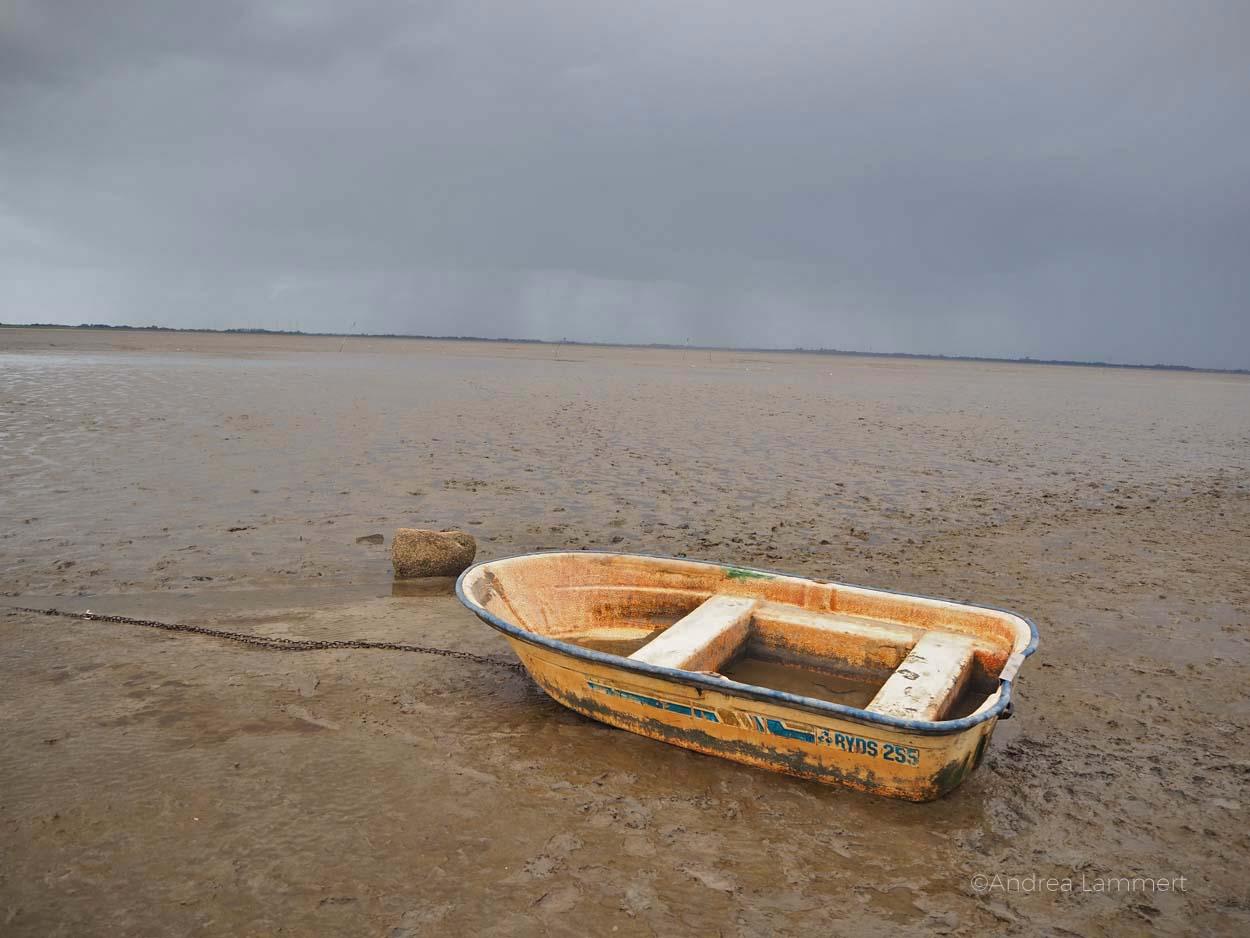 Boot vor Dangast: Warum ich die Nordsee liebe - Gründe für den Urlaub an der Nordsee, Nordseeinseln, einsame Inseln in der Nordsee, Dangast,
