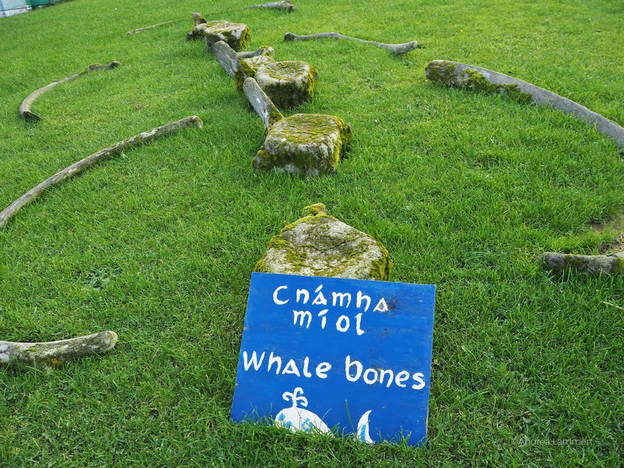 Das Folk-Village von Glencolumbkille ist ein Freilichtmuseum, das in die Alltagsgeschichte Irlands einführt, mit Historie zum Walfang, Schwitzhüten, Fischfang