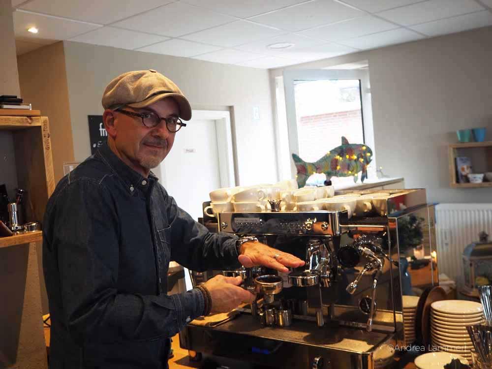 Netter Wirt beim Café Zweite Heimat in dangast