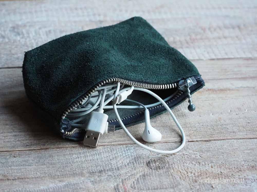 Eine Tasche - aus einem Bein einer alten Lederhose. Upcycling Kleidung, Upcycling Tipps, Nähen