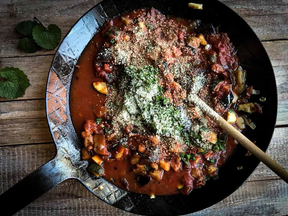Wildkräuter, Rezepte, vegan, Nudeln mit Tomatensoße