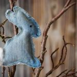 Upcycling: Osterhase aus Jeans
