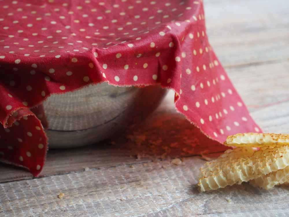Bienenwachstücher lassen sich schnell und einfach selbst machen, hier eine Anleitung