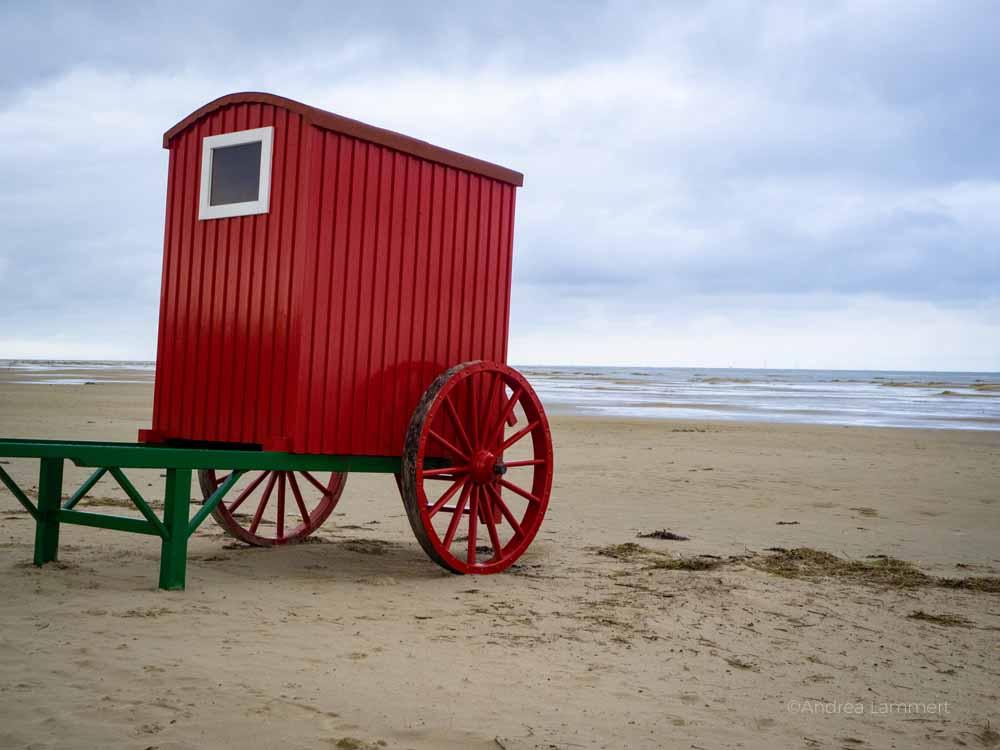 Typisch sind die Badehäuser der Ostfriesischen Inseln, hier Borkum.