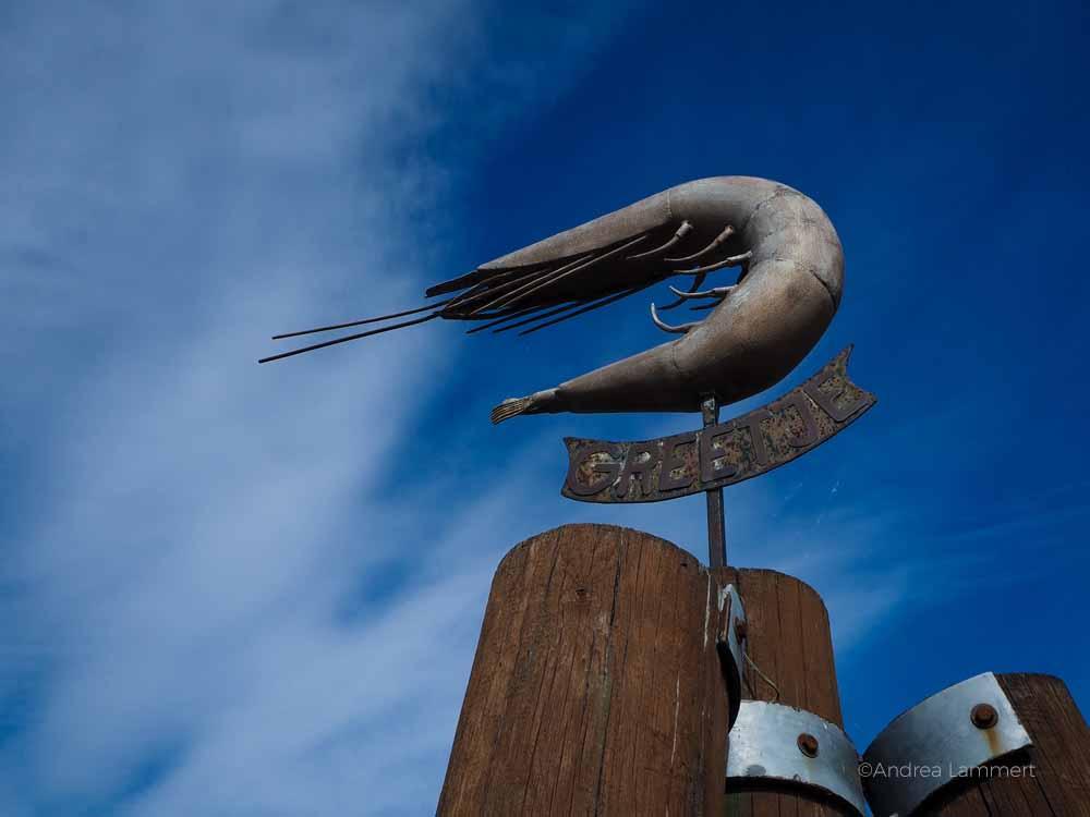 Nordseeurlaub in Greetsiel mit seinem Kutterhafen. Er zählt zu den Top-Zielen in Ostfriesland. Was gibt es in Greetsiel zu sehen? Leuchttürme, Unterkünfte, Hotels und Freizeittipps.