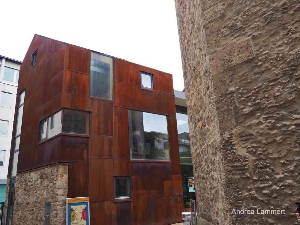 Die Kemenate besticht mit ihrer modernen Architektur.