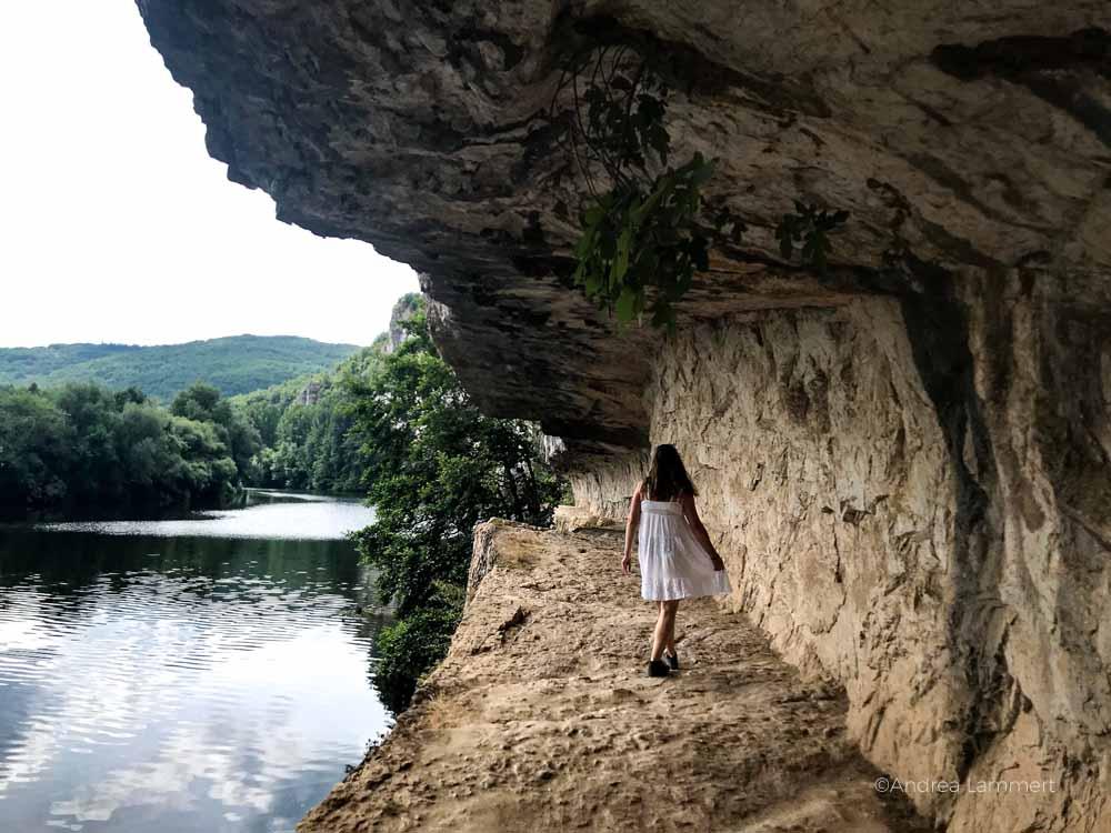 Der Chemin de Halage - ein Treidelpfad am Ufer des Lot beu Bouziés . Fluss Lot, Sehenswürdigkeiten, Reiseführer, Tipps,