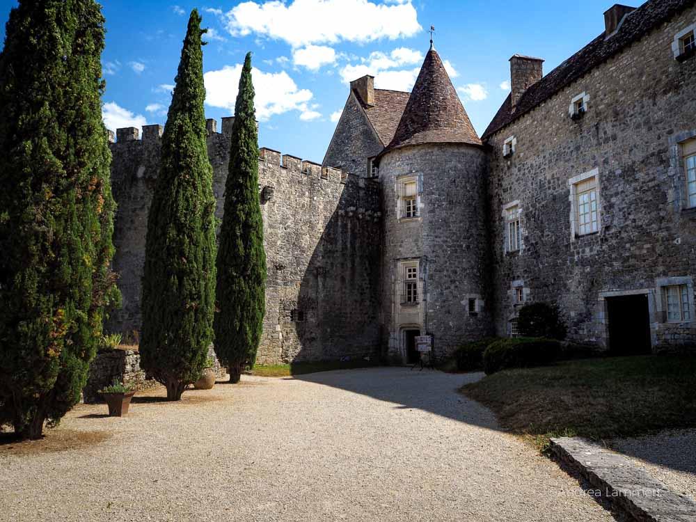 Schloss von Cabrerets sur Célé. . Fluss Lot, Sehenswürdigkeiten, Reiseführer, Tipps,