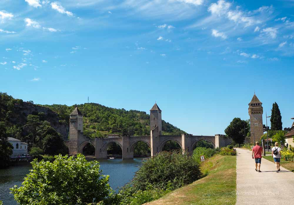 Die berühmte Brücke von Cahors. Frankreich, Fluss Lot, Sehenswürdigkeiten, Reiseführer, Tipps,
