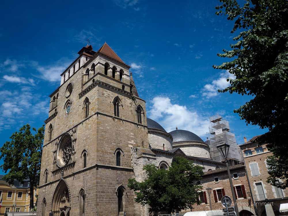 Kirche von Cahors - besonders sind die Kuppeln. Frankreich, Fluss Lot, Sehenswürdigkeiten, Reiseführer, Tipps,