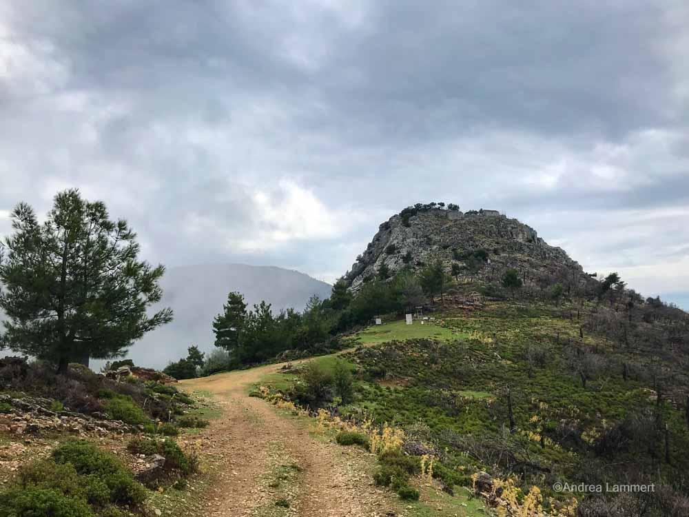 Der Berg erinnert an einen Zuckerhut: Metamorfosi