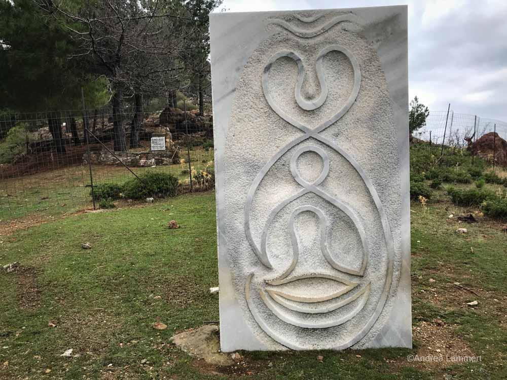 Eine Skulptur eines örtlichen Künstlers.