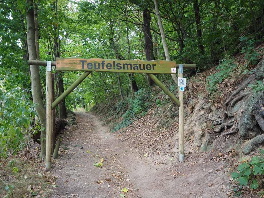 Eingang zum Wandern auf dem Teufelsstieg in Blankenburg