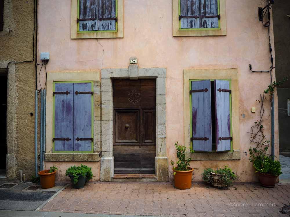 Typisches Haus in Gruissan. Südfrankreich, Strand, Tipp