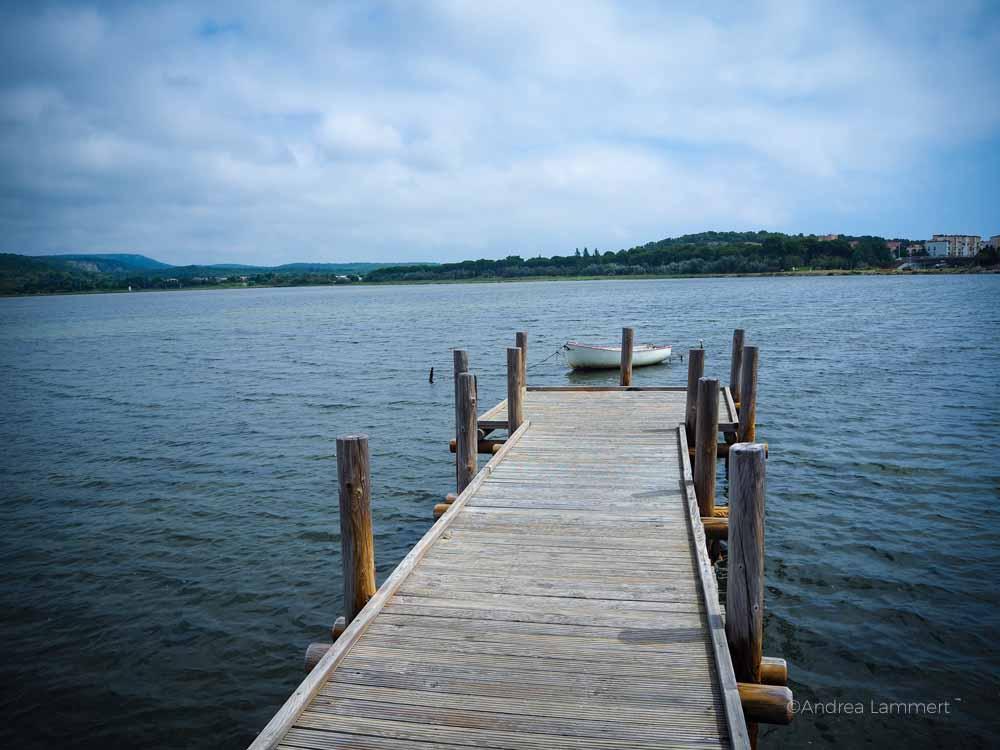 Gruissan ist überall umgeben von Wasser. Gruissan Südfrankreich, Strand, Tipp